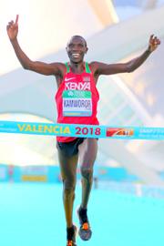 7b32e5a66e 女子はネトサネト・グデタ(エチオピア  27歳)が1時間6分11秒で初優勝し、世界記録(1時間4分51秒)には1分20秒及ばない世界歴代13位タイのタイムながら「女子単独 ...